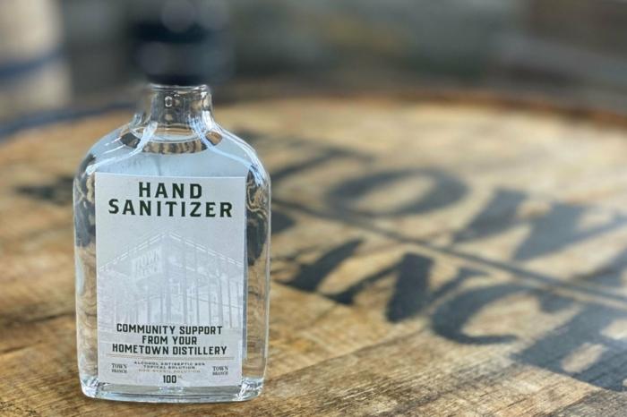 geniales ideas osbre como hacer un alcohol desinfectante casero paso a paso, recetas originales de desinfectantes caseros