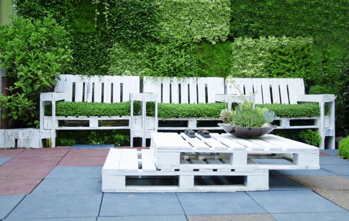 muebles de terraza hechos con palets, fotos de terrazas grandes con muebles de reciclaje, las mejores ideas sobre como decorar la terraza
