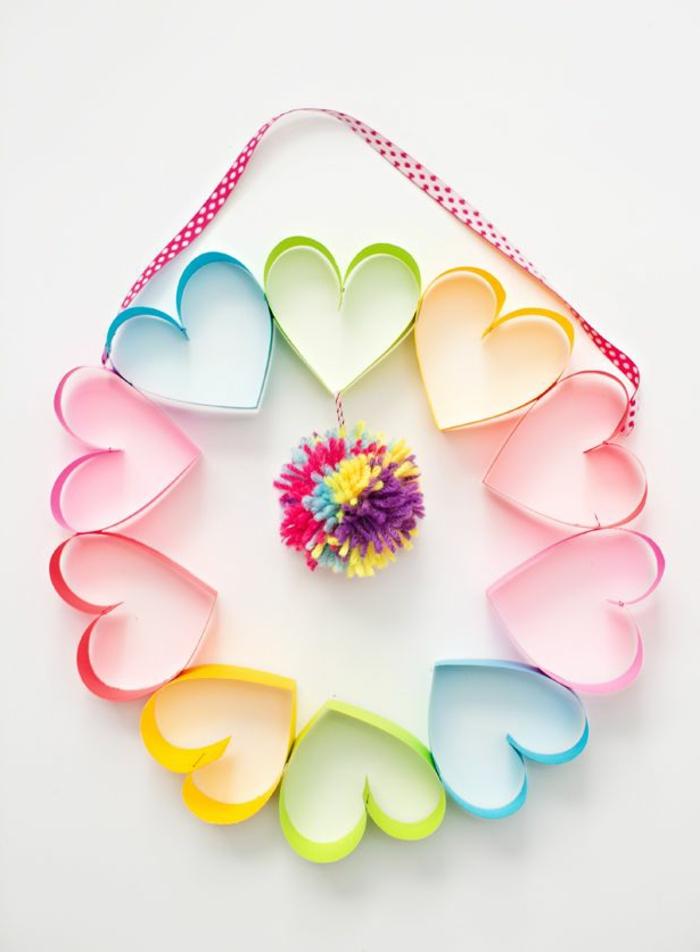 corona decorativa de corazones de papel,manualidades para el dia de la madre faciles, fotos de regalos para el dia de la mama