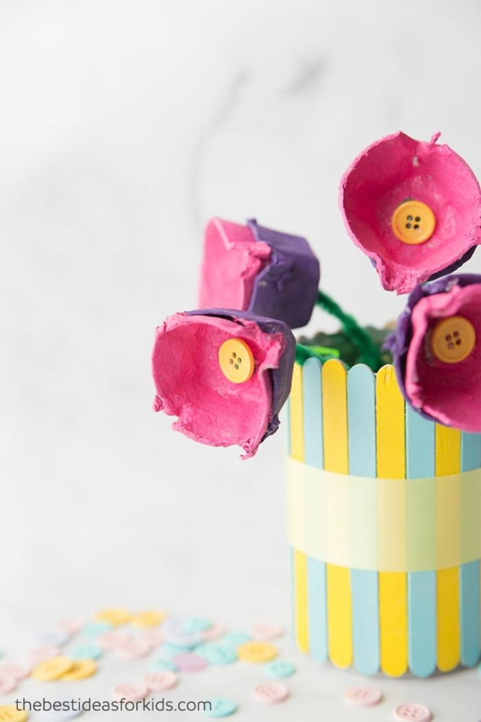las mejores ideas de manualidades dia de la madre infantil, lata de metal decorada con flores de carton de hueveras recicladas