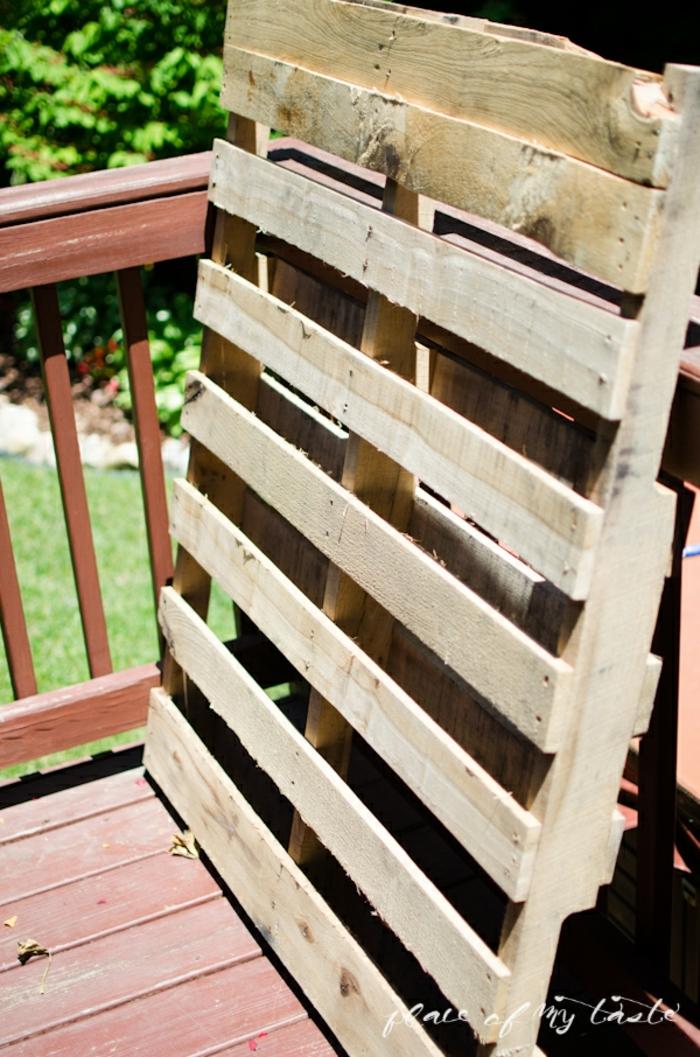 ideas con palets originales, jardineras DIY hechas de palets, como hacer una jardinera verticasl paso a paso, fotos de proyectos de bricolaje