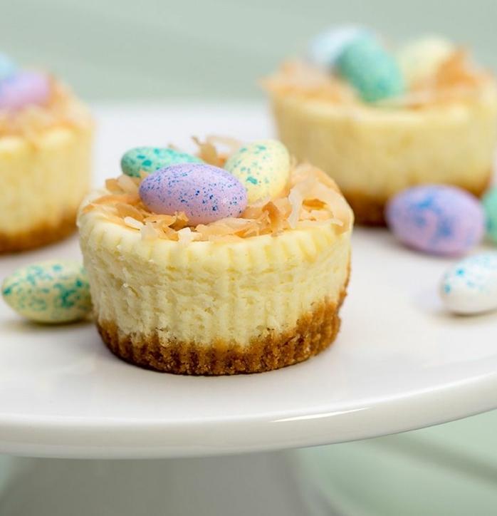 magdalenas caseras super ricas decoradas con huevos, ideas de platos caseros ricos y faciles de hacer en casa para pascua