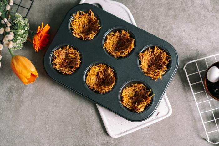 dulces de semana santa para preparar en casa, nidos de fideos en un molde, ideas de recetas caseras originales con fideos