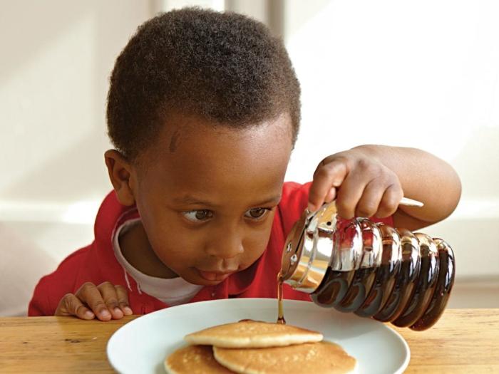 como hacer crepes esponjosos de harina integral, las mejores ideas de desayunos sanos para toda la familia, desayunos con frutas