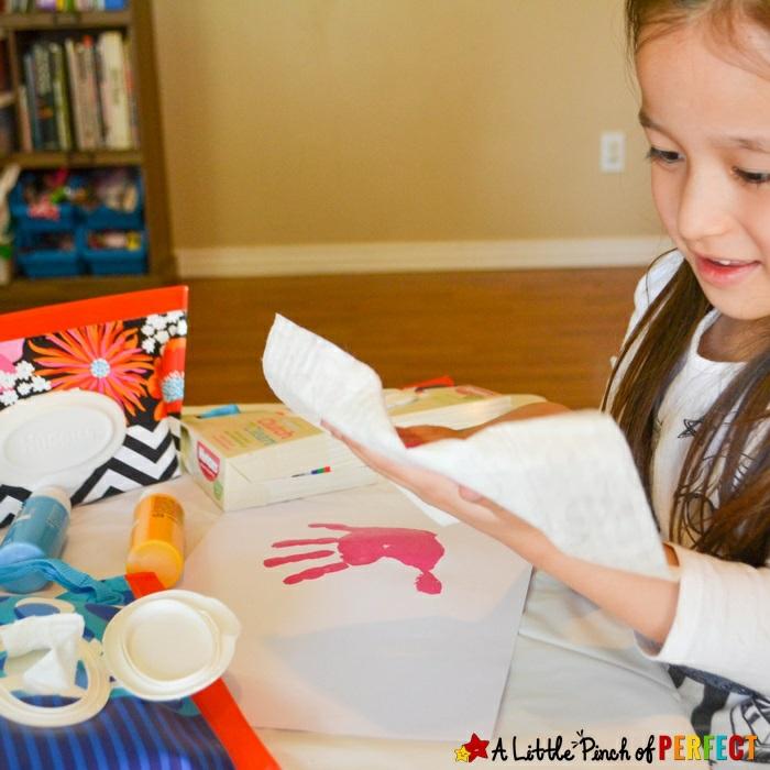 detalles para el dia de la madre hechos a mano, dibujos con huellas de mano, ideas de cosas DIY