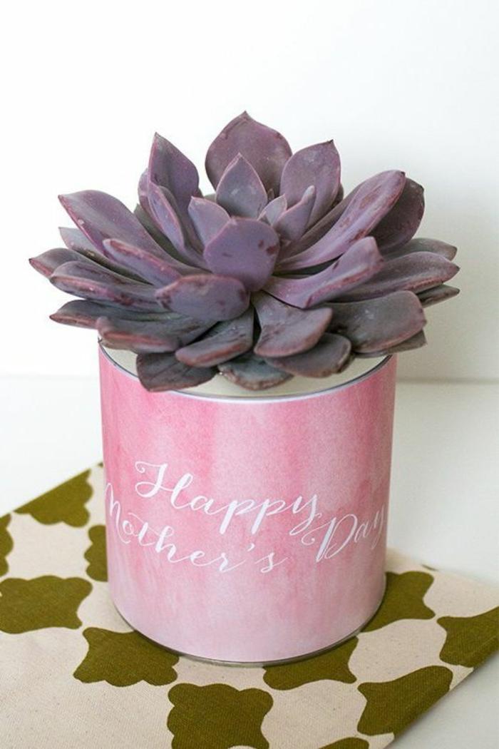 maceta con cactus DIY, ideas de pequeños detalles para regalar a tu mama, manualidades dia de la madre en imagenes