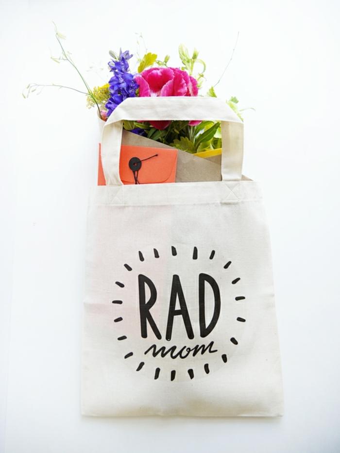 tote bag para regalar para el dia de la madre, ideas sobre que regalar a tu madre, fotos de regalos utiles y bonitos
