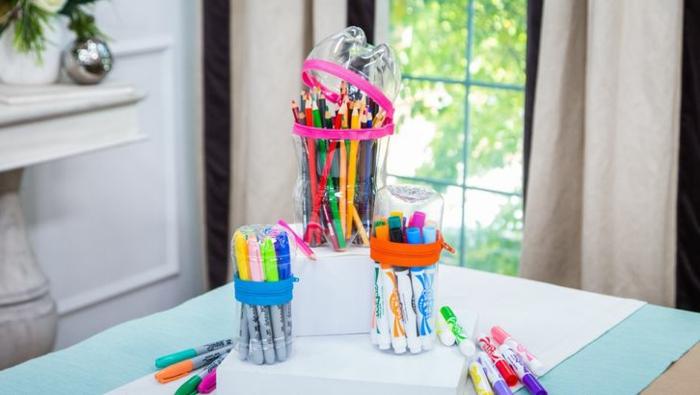 estuches DIY hechos de botellas de plastico recicladas, las mejores ideas de manualidades para hacer en casa paso a paso
