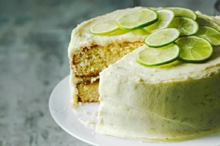 como decorar una tarta con lima, ideas sobre tartas de cumpleaños originales decoradas para el verano, fotos de tartas caseras