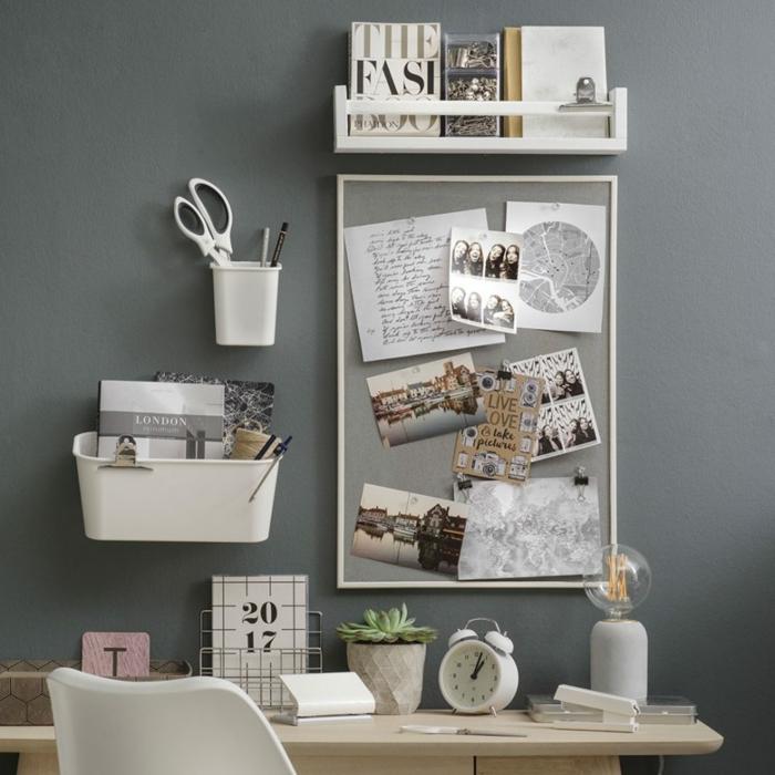 pared en color gris con detalles para organizar una oficina en casa, fotos de despachos decorados con mucho estilo