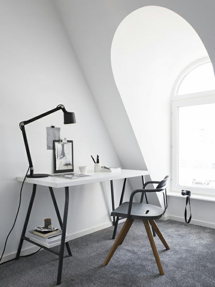 amueblar una oficina en una casa abuhardillada, ideas de oficinas decoradas con mucho estilo, mesa escritorio ikea