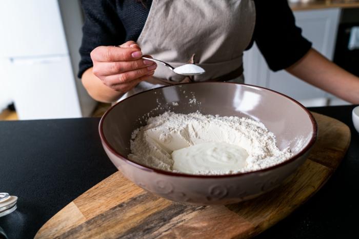 añadir bicarbonato de sodio, ideas de recetas para preparar pan naan, como hacer pan casero paso a paso, ideas de recetas