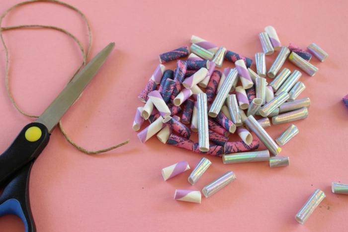 pequeños detalles de reciclaje para hacer bolras decorativas, alucinantes ideas sobre que hacer con botellas de plastico