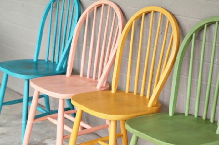 cuatro sillas en diferentes colores pintados con chalk paint, ideas sobre como decorar la casa, fotos de muebles pintados