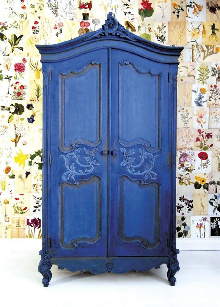 grande armario en estilo vintage pintado con pintura a la tiza color azul, ideas de colores de pintura originales y bonitos