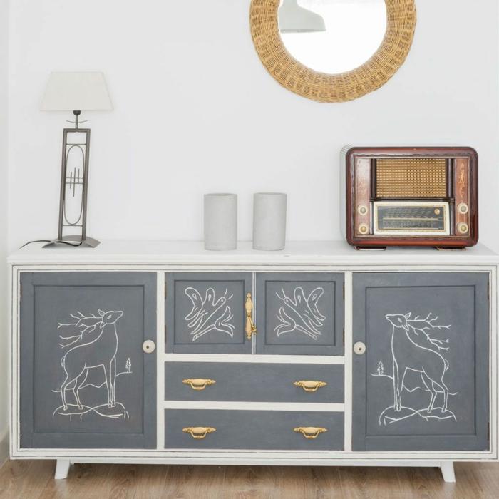 armario bonito con pintura a la tiza y dibujos con tiza blanca, ideas sobre como decorar el salon, fotos de salones decorados