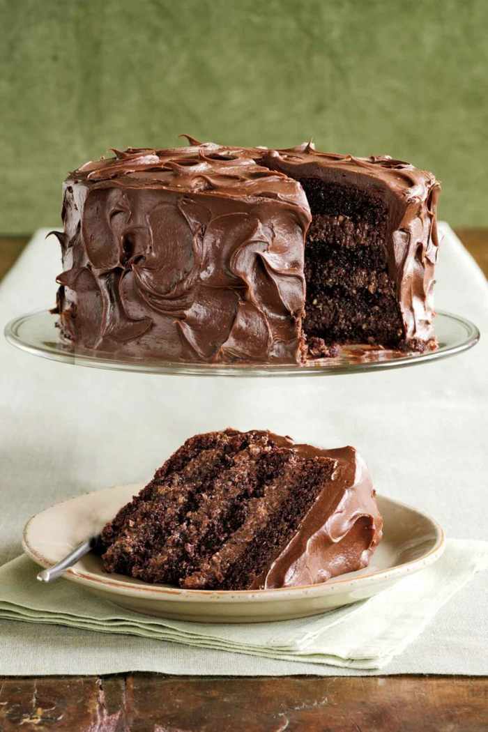 como hacer una tarta de chcocolate paso a paso, ideas sobre como decorar una tarta, tecnicas de decoracion de tartas faciles
