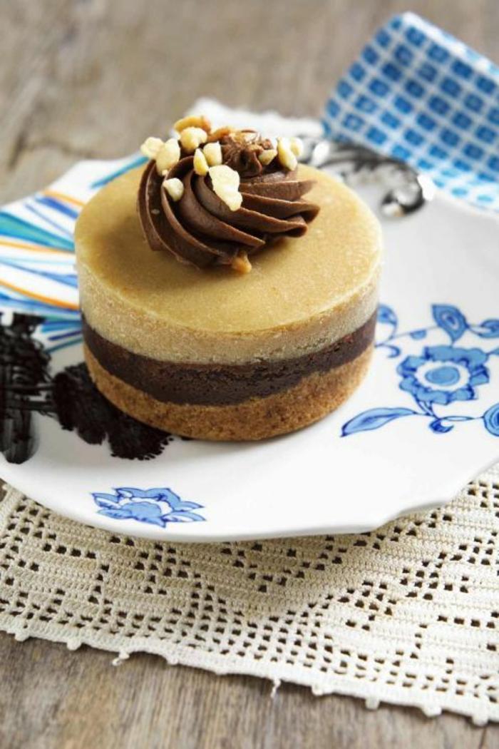 mini tarta de chocolate y dulce de leche, ideas para sorprender a tu pareja en su cumpleaños, fotos de recetas caseras