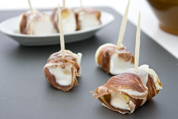 mini pinchos con jamón y crema de queso, 80 alucinantes ideas de aperitivos originales, canapes faciles y vistosos en imagenes