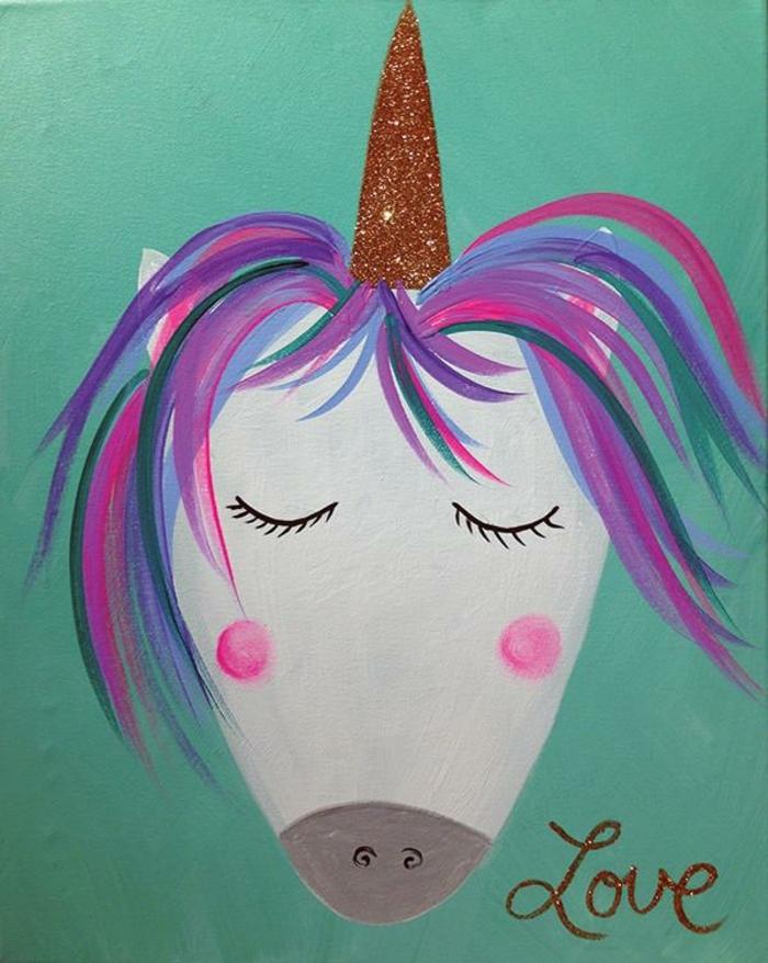 dibujos en colores pastel, dibujo de unicornio con un cuerno en color dorado, dibujos de unicornios para pintar en foos