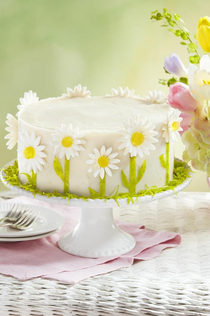preciosas ideas sobre como decorar una tarta, tartas de cumpleaños originales para adultos, tarta decorada con margarita de azucar