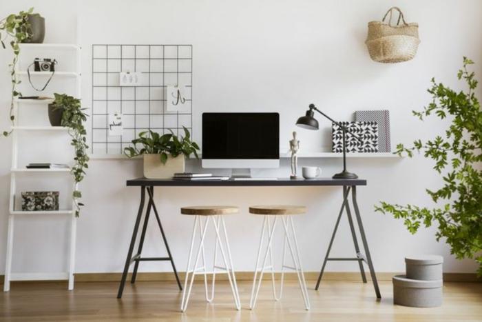 decoracion despacho bonita con plantas verdes y muebles de madera, ideas para decorar un despacho acogedor en casa