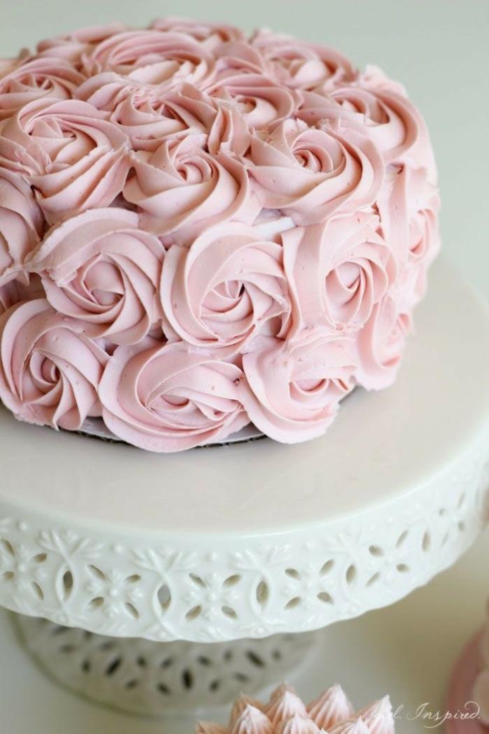 las mejores ideas sobre como decorar una tarta, como hacer rosas de glaseado con una manga pastelera, tartas originales