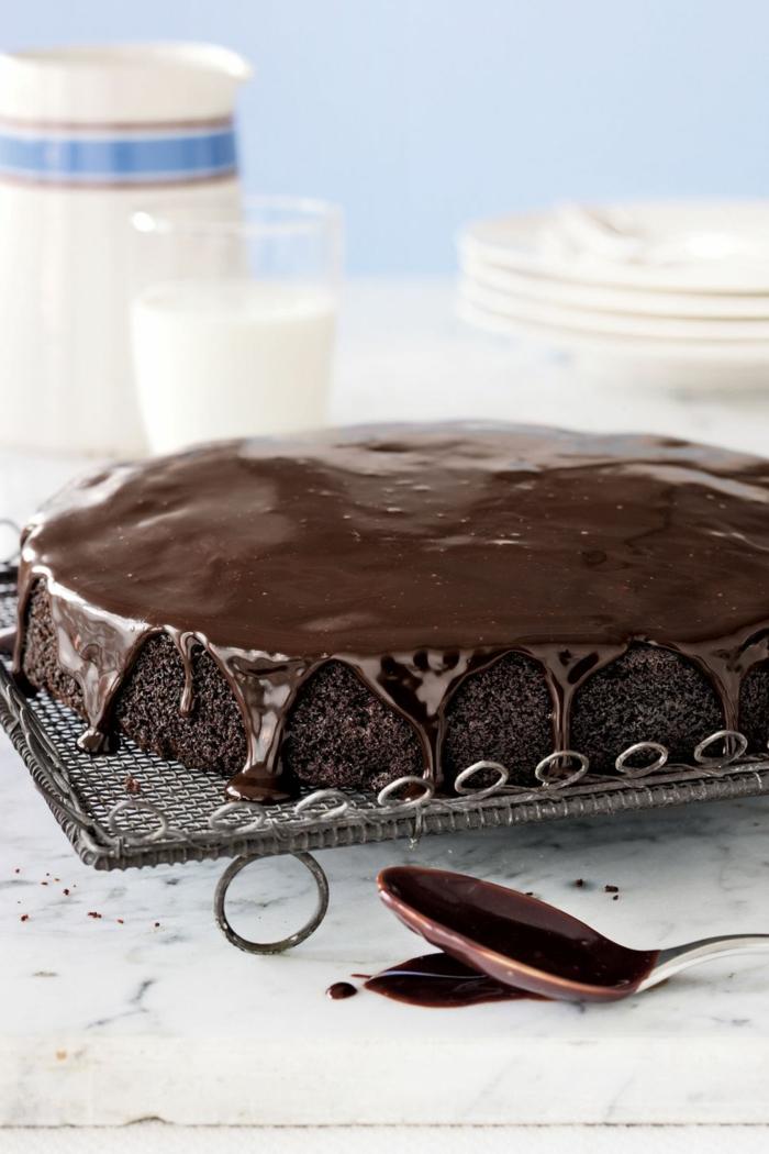 geniales ideas de tartas decoradas e imagenes de tartas de cumpleaños, tarta de chocolate negro con glaseado especial