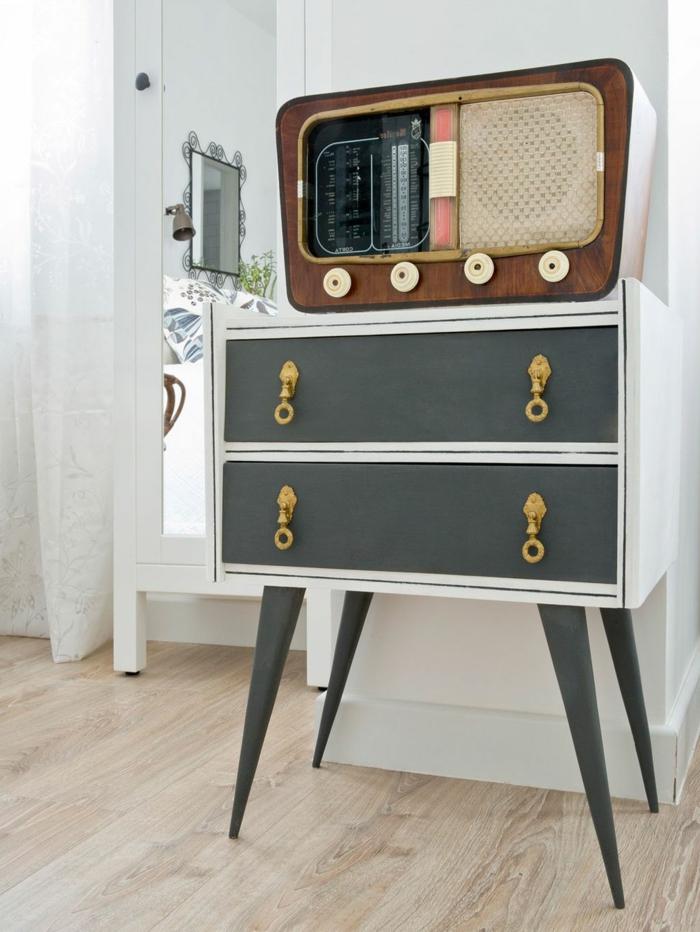 pequeño cofre decorado en blanco y gris, fotos sobre como decorar un salon en estilo vintage, como pintar un mueble de madera de otro color