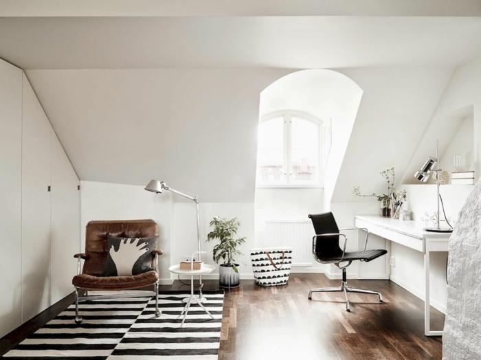 salon bonito y acogedor en color blanco con suelo de parquet y muebles en colores oscuros, decoracion despacho
