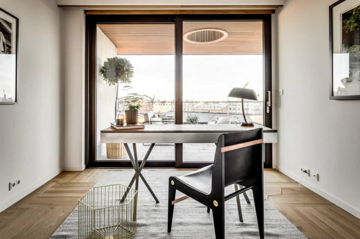 ideas originales para decorar la oficina en tu casa, decoracion despacho, oficina con bonita vista, decoracion salon casa