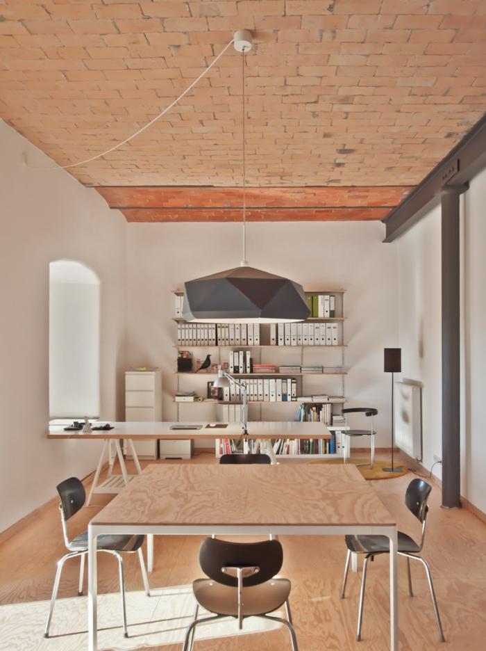 grande espcio decorado en colores naturales, decoracion despacho, fotos de casas decoradas con mucho estilo para trabajar