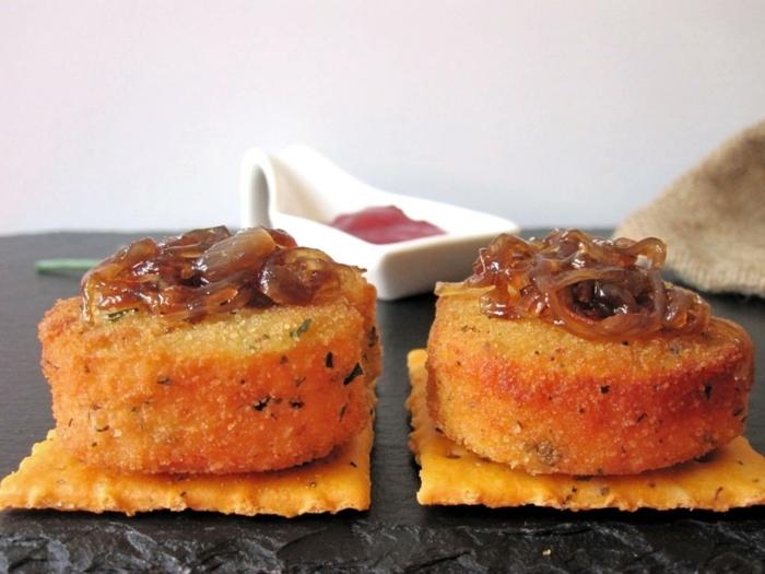 queso de cabra empanado con cebolla caramelizada, las mejores ideas de aperitivos espectaculares y faciles en fotos