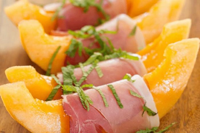 bocados con melon y salmon, aperitivos faciles y elegantes, pinchos vascos, ideas bocados de picoteo ricos y faciles de hacer