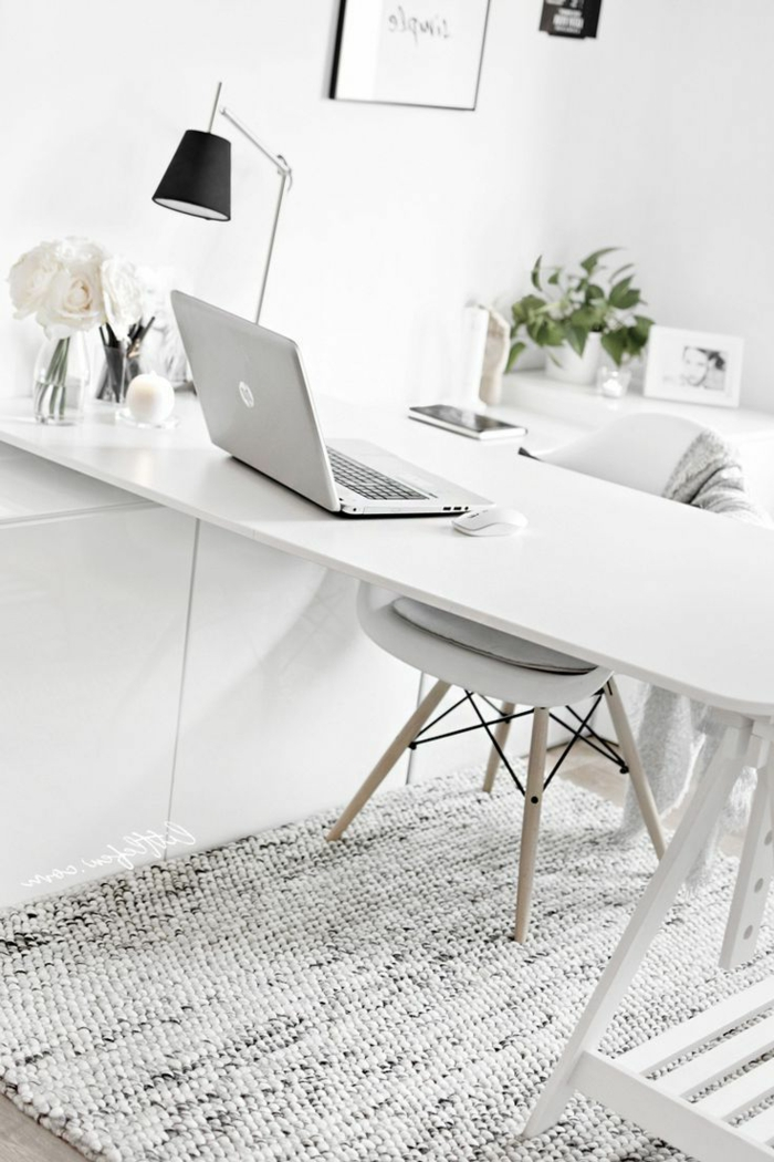 depsacho en blanco decorado con mucho estilo, mesa escritorio ikea, ideas sobre como aprovechar el espacio de tu casa para trabajar