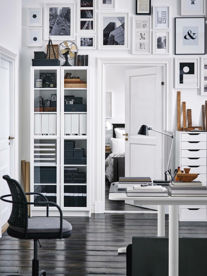 habitacion despacho decorada en blanco y negro con muchos cuadros decorativos, ideas para decorar oficina moderna