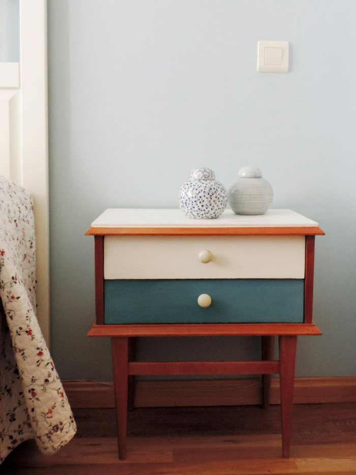 armario pequeño pintado en dos colores, muebles pintados con pintura a la tiza bonitos, fotos de muebles pintados