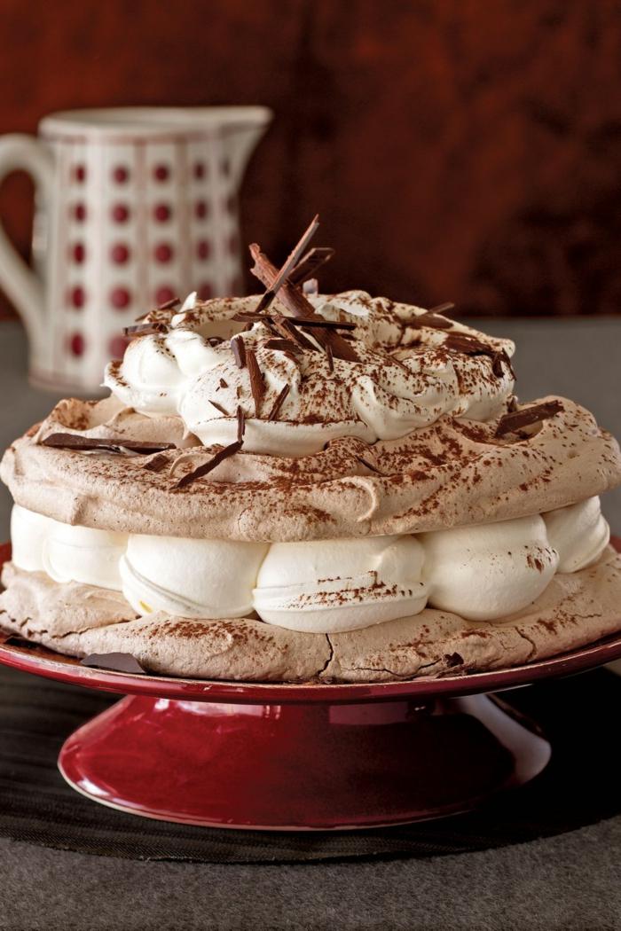 tarta especial con merengues, suspiros de merengue originales, tartas de cumpleaños originales para adultos en imagenes