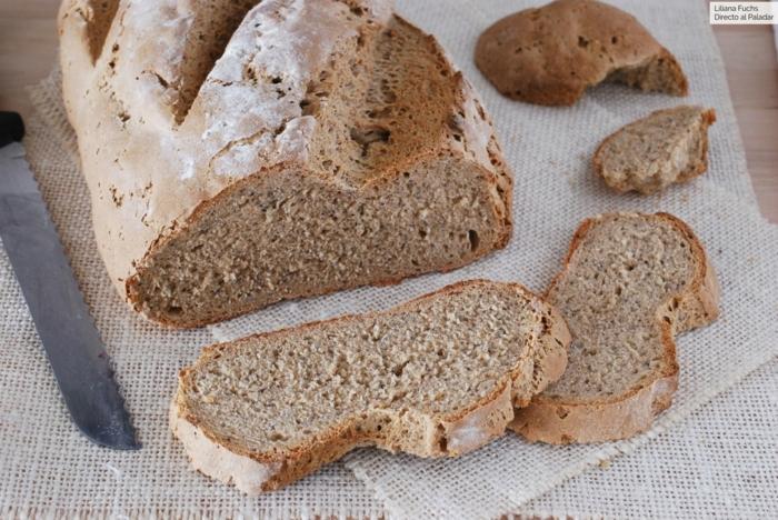 pan casero negro con harina integral, pan sin levadura, hacer pan con masa madre, como preparar panes en casa