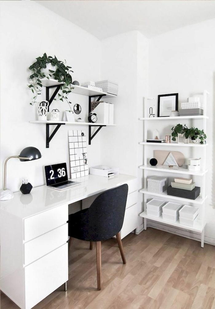 pequeño despacho en casa decorado en blanco y negro, mesa oficina blanca, ideas para decorar la casa, despachos modernos y comodos