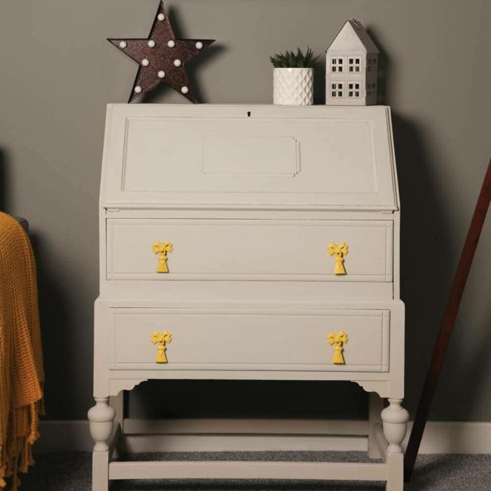 geniales ideas sobre como decorar la casa, cofre pintado en color blanco sucio con chalk paint, ideas de decoracion casa