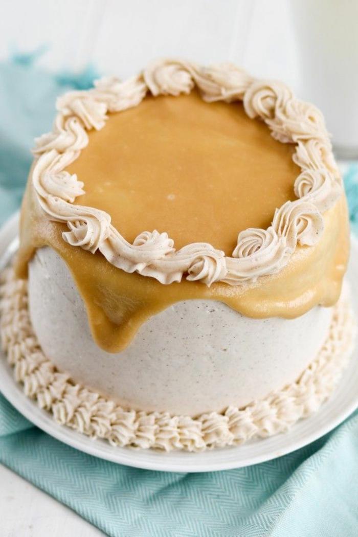 tartas infantiles, fotos de tartas de cumpleaños, tarta con glaseado de caramelo y decoraciones, ideas de recetas de tartas