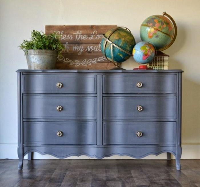 armario pintado en color gris con acabado mate, los mejores ejemplos de muebles pintados con pintura a la tiza, fotos de meubles vintage
