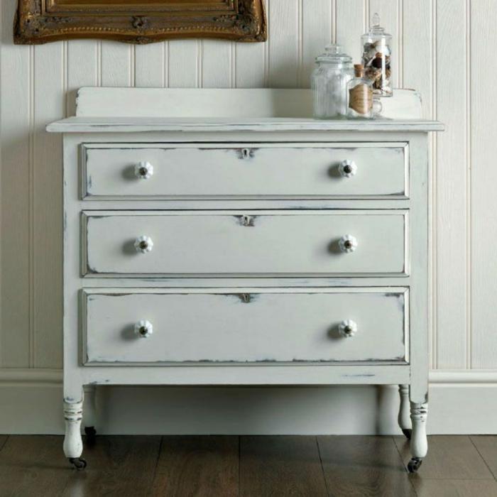 armario pintado en color blanco con efecto desgastado, muebles pintados con pintura a la tiza, fotos de muebles pintados