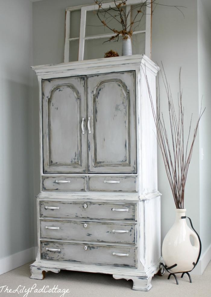 muebles pintados con pintura a la tiza, fotos de armarios decorados con efecto desgastado, ideas sobre como decorar la casa