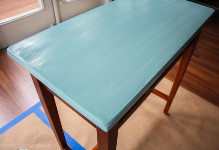 pintar una mesa en un color vibrante, muebles renovados super bonitos y funcionales, muebles pintados a la tiza antes y despues