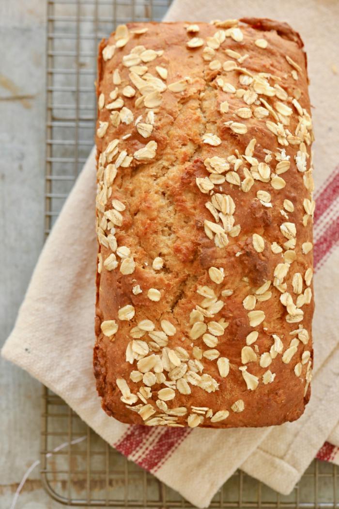 como preparar pan casero con copos de avena, pan sin levadura, hacer pan con masa madre, ideas de recetas caseras ricas