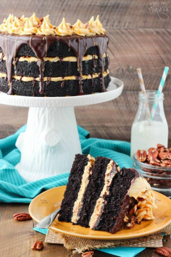 tarta de chocolate negro y caramelo, ideas de tartas ricas y faciles de decorar, fotos de tartas de cumpleaños originales
