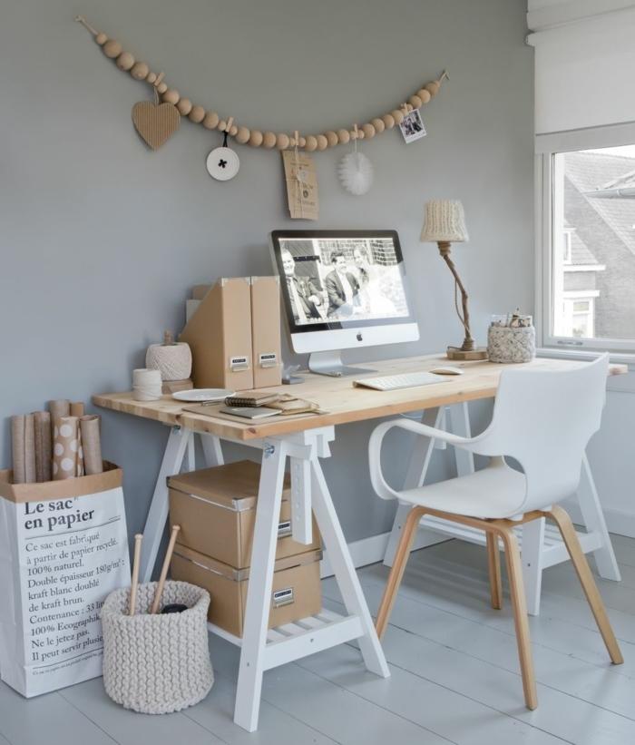 despacho acogedor decorado con muebles de madera con paredes en gris y suelo de madera, fotos mesa despacho ikea