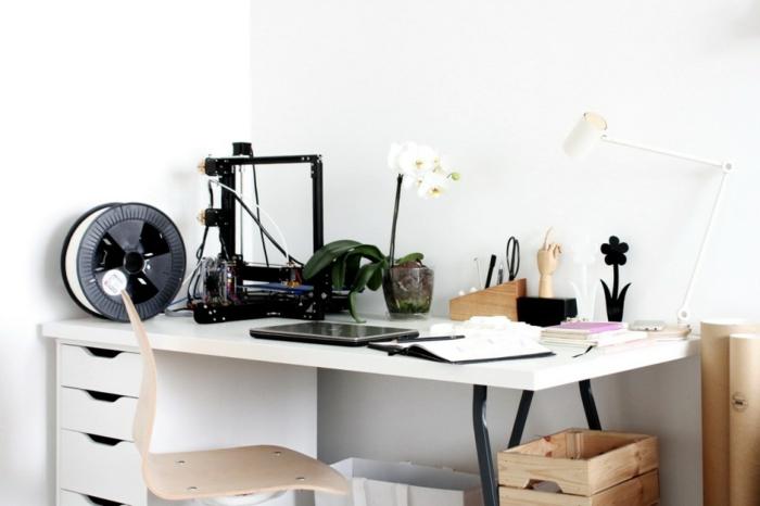 decoracion escritorio con muchas cosas, oficina en casa en color blanco con detalles decorativos, mesa escritorio ikea